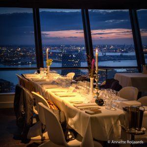 Mooi gedekte tafels tijdens Euromast persdiner